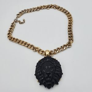 Bold Lion pendant chain necklace